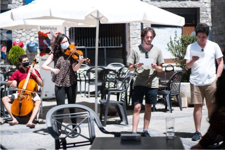 """""""La juventud"""", de Robustiana Armiño: Juan (cello), Paula (violín), Adri (voz) y Guille (voz)."""